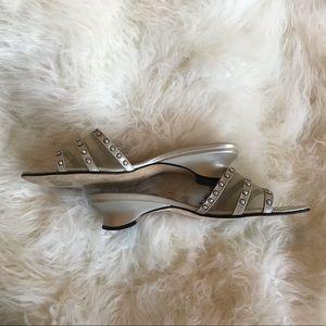 🦋 Beautiful Van Eli slippers
